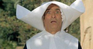Крюшо в костюме монашки – Жандарм и инопланетяне (1979)