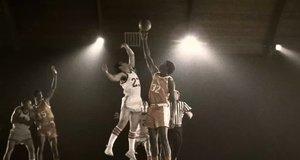 Сцена с баскетболистами – Муви 43 (2012)