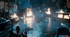 Уличный бой с зомби – Обитель зла 2: Апокалипсис (2004)