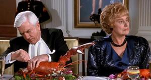 Фрэнк ест лобстера – Голый пистолет 2 1/2: Запах страха (1991)