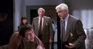 Место преступления после взрыва – Голый пистолет 2 1/2: Запах страха (1991)