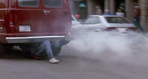Нордберг под машиной – Голый пистолет 2 1/2: Запах страха (1991)