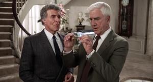 В кабинете мафиози – Голый пистолет (1988)
