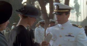 Откладывал вдовушке на шляпки – Горячие головы (1991)