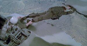 Ремонт самолета на ходу – Горячие головы (1991)