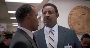 Работа в полицейском участоке – Заряженное оружие (1993)