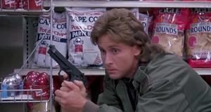 Эмилио Эстевес против грабителей – Заряженное оружие (1993)