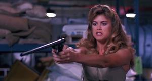 Хорошие против плохих – Заряженное оружие (1993)