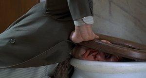 Джим Керри избивает себя в туалете – Лжец, лжец (1997)
