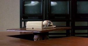 Доставка сообщения для начальника – Неистребимый шпион (1996)