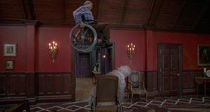 Дуэль с призраком на колясках – Очень страшное кино 2 (2001)