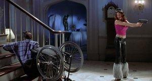 Подъем с коляской по лестнице – Очень страшное кино 2 (2001)