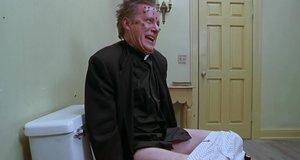 Священник на унитазе – Очень страшное кино 2 (2001)