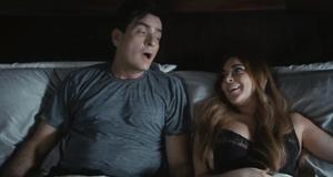 Постельная сцена с Линдси Лохан и Чарли Шин – Очень страшное кино 5 (2013)