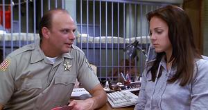 Неприличные фото полицейского – Очень страшное кино (2000)