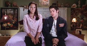 Бобби и Синди на кровати – Очень страшное кино (2000)