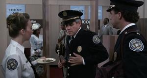 Прикол с металлодетектором – Полицейская академия 5: Место назначения – Майами бич (1988)