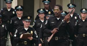 Стрельба по мишеням – Полицейская академия (1984)