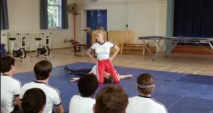 Секси сержант Дебби на уроке самозащиты – Полицейская академия (1984)