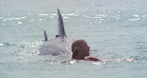 Прикол с акулой – Придурки на каникулах (1982)