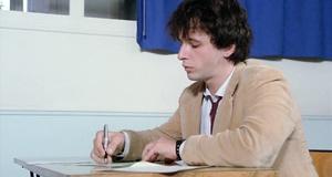 Как сдать письменный экзамен, если ничего не знаешь – Придурки на экзаменах (1980)
