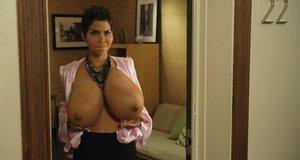 Эпизод с Холли Берри – Муви 43 (2012)