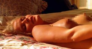 Голая Маив Куинлэн в постельной сцене – Кен Парк (2002)