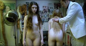 Голые Марта Мазурек и Михалина Ольшанская в откровенной сцене – Дочери танца (2015)
