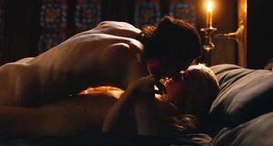 Голая Эмилия Кларк в секс сцене – Игра престолов (2011)