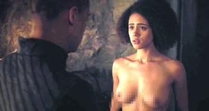 Полностью голая Натали Эммануэль в эротической сцене – Игра престолов (2011)