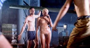 Эротическая сцена с голой Ириной Рахмановой – 9 рота (2005)
