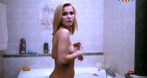 Лукерья Ильяшенко в откровенной сцене в ванной – Сладкая жизнь (2014)