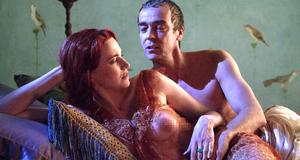 Постельная сцена с Люси Лоулесс – Спартак: Кровь и песок (2010)