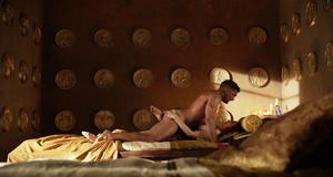 Люси Лоулесс в постельной сцене – Спартак: Кровь и песок (2010)