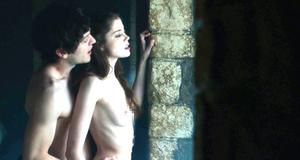 Голая Шарлотта Хоуп в секс сцене у окна – Игра престолов (2011)