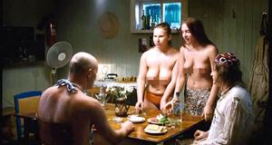 Откровенная сцена с Ольгой Добриной – Дикари (2006)