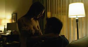 Эротическая сцена с Эмили Ратажковски – Исчезнувшая (2014)