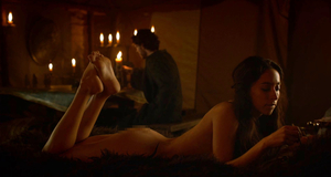 Голая Уна Чаплин в постельной сцене – Игра престолов (2011)