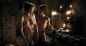 Голая Эсме Бьянко в секс сцене – Игра престолов (2011)