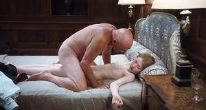 Голая Эмили Браунинг в постельной сцене – Спящая красавица (2011)