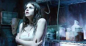 Сцена с Шеннон Ламберт-Райн и Александрой Даддарио – Злоумышленник 2 (2010)