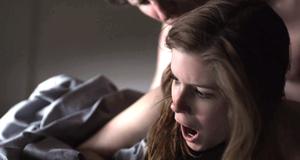 Голая Кейт Мара в постельной сцене – Карточный домик (2013)