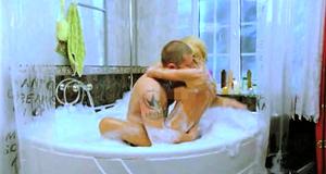 Голая Маша Малиновская в секс сцене в джакузи – Боксеры предпочитают блондинок (2010)