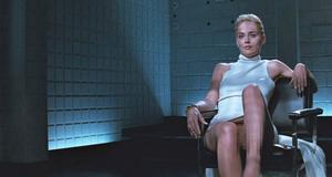 Шэрон Стоун в сцене с перекладыванием ног – Основной инстинкт (1992)
