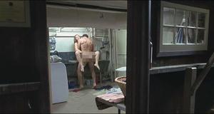 Эротическая сцена с Кейт Уинслет в прачечной – Как малые дети (2006)