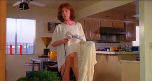 Джулианна Мур без трусов – Короткий монтаж (1993)