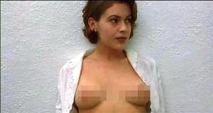 Голая Алисса Милано – Объятие вампира (1995)