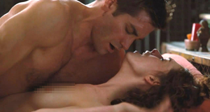 Секс сцена с Энн Хэтэуэй – Любовь и другие лекарства (2010)