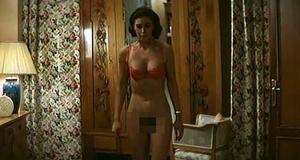 Голая Моника Беллуччи – Праздника не будет (1998)