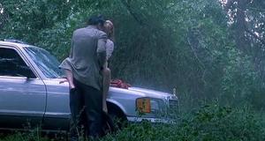 Секс сцена с Дрю Бэрримор под дождём – Ядовитый плющ (1992)